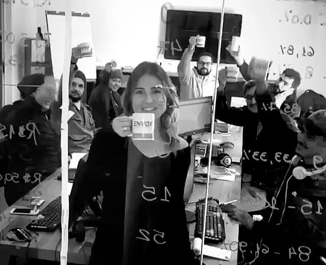 Café é o que não pode faltar na ENVOX Marketing Digital - Agência de Marketing Digital focada em Inbound Marketing em Curitiba - Gustavo Braga e Talita Bridum