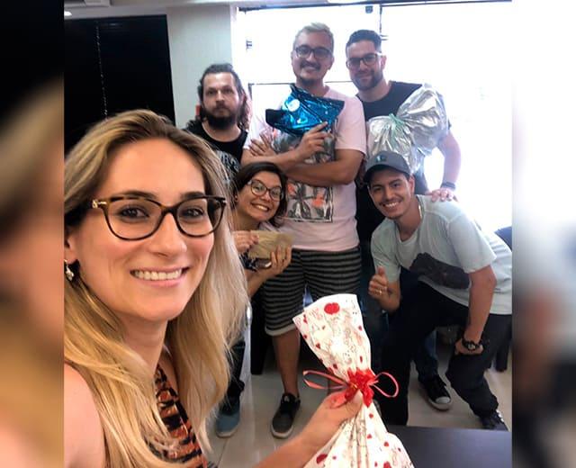 Amigo secreto de 2018 na ENVOX Marketing Digital - Agência de Marketing Digital focada em Inbound Marketing em Curitiba - Gustavo Braga e Talita Bridum